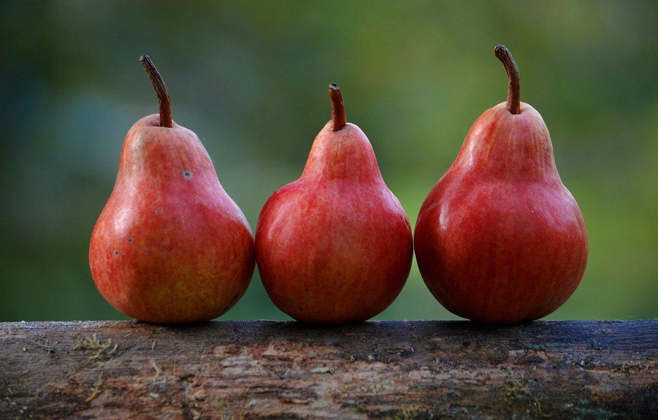 So können Sie Birnen-Kirsch-Marmelade einkochn