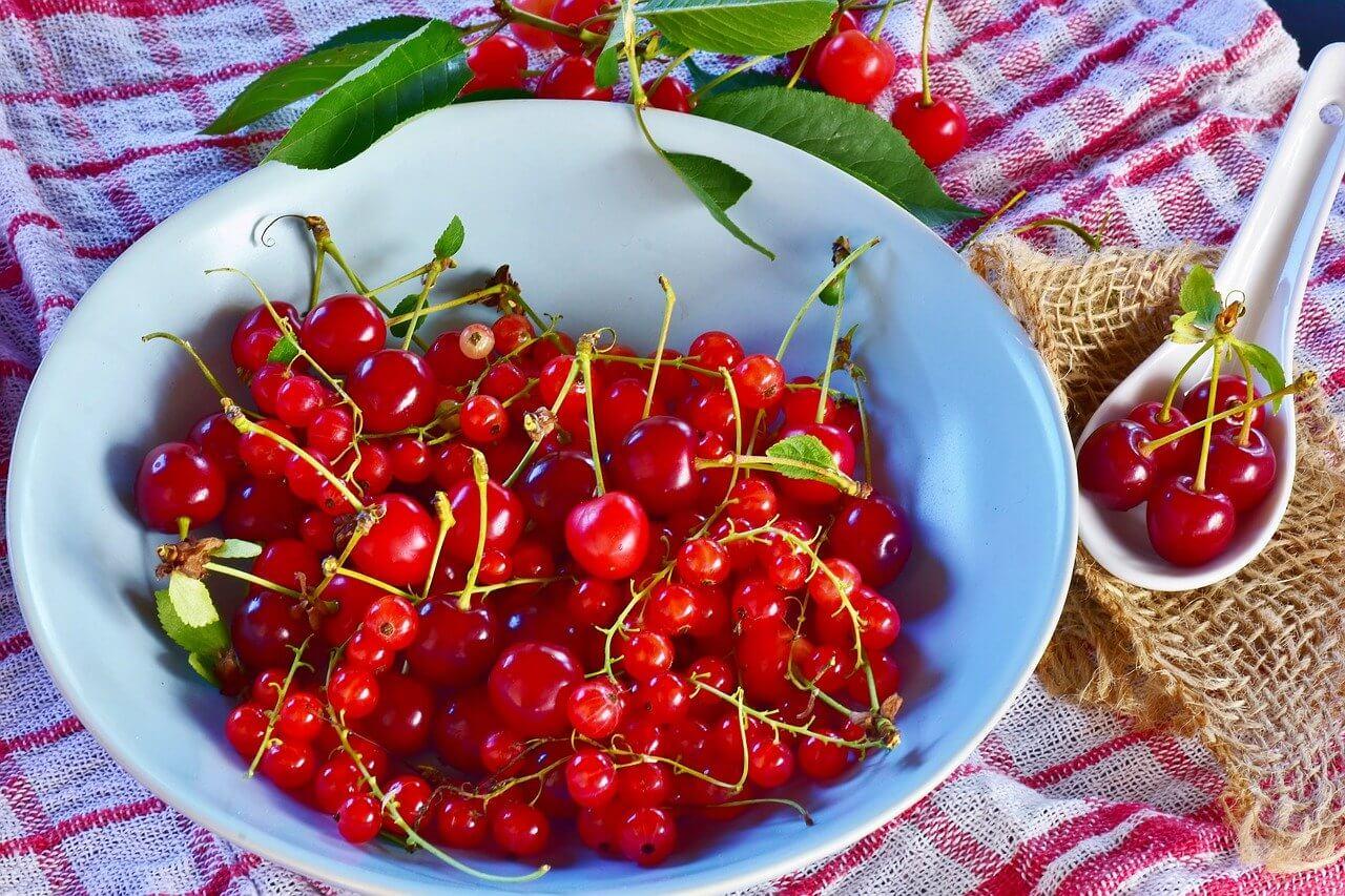 Kirschmarmelade mit rote Trauben