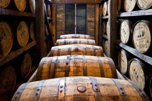 Verwende nur den besten Whisky für die Kirschmarmelade mit Whisky